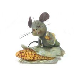 Egérke kukoricával