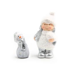 Kisgyerek hóemberkével