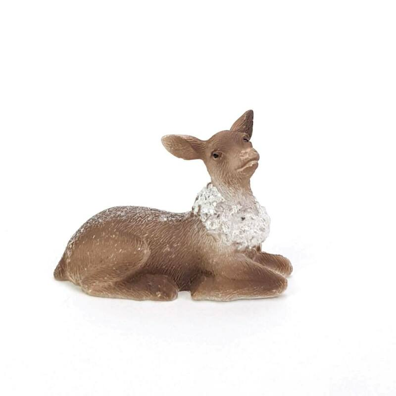 Csillámos hátú fehér sálas őz figura, fekvő